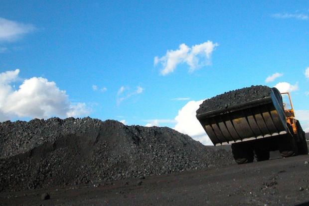 Cenowe starcie KW z KHW ze zwałami węgla w tle