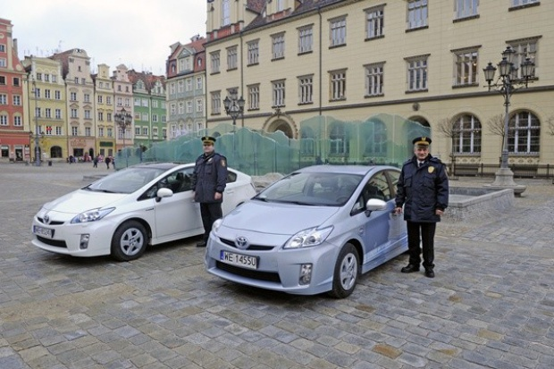 Toyota Prius Plug In samochodem patrolowym we Wrocławiu
