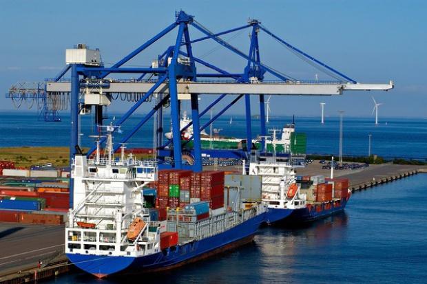 Głębsze porty to więcej przeładowanych towarów