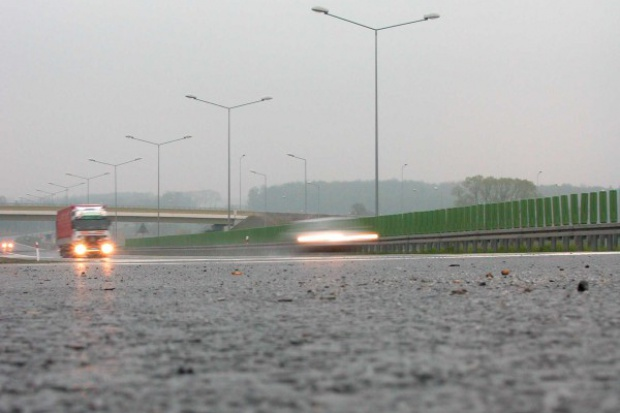 Syndrom karbu - powodem pęknięć na drogach