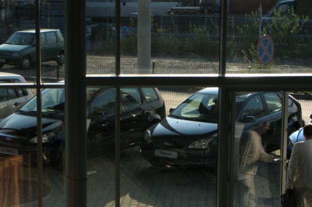 Kredyty samochodowe ostro w dół. Leasing na plusie