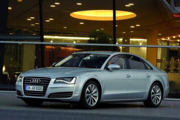 Audi wprowadza limuzynę A8 w odmianie hybrydowej