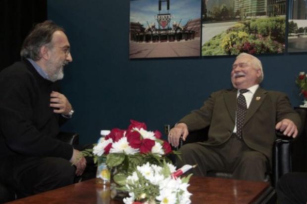 Lech Wałęsa odwiedził fabrykę Chryslera