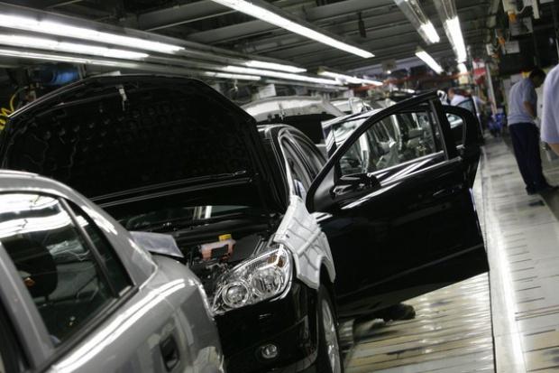 Samar: Polacy kupują więcej nowych aut