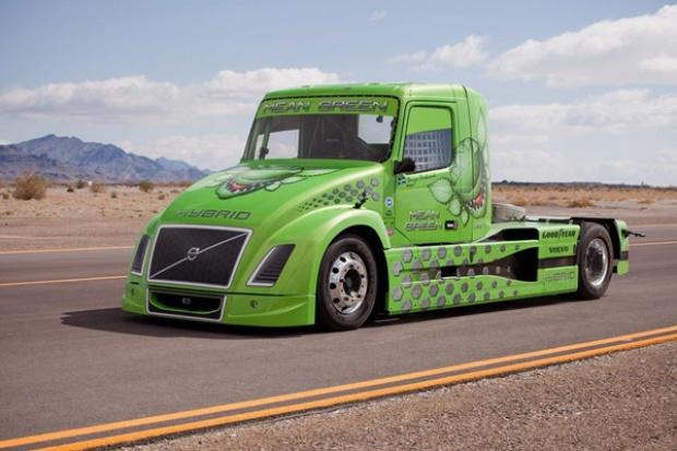 Hybrydowa ciężarówka jeździ coraz szybciej