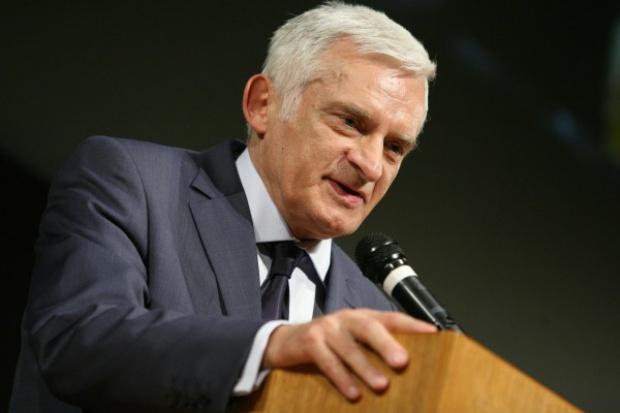 J. Buzek: łatwo można zaoszczędzić 5 tys. MW