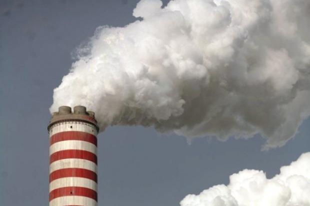 Emisje CO2 w krajach UE spadły o 2 proc.