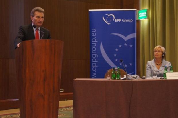 Debata z komisarzem ds. energii Güntherem H. Oettingerem