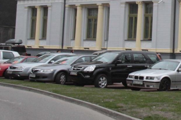 Polacy kupują więcej nowych aut