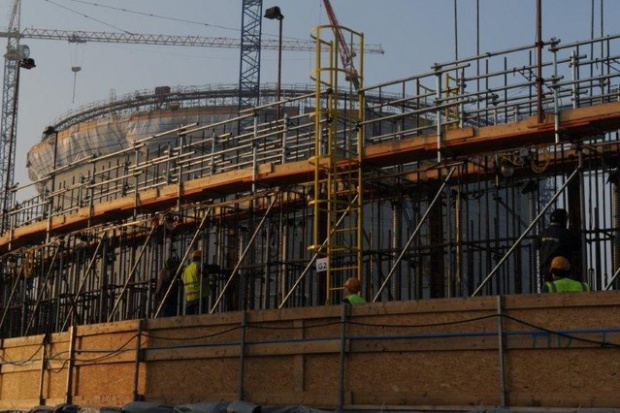 PBG: budowa terminalu LNG nie jest zagrożona