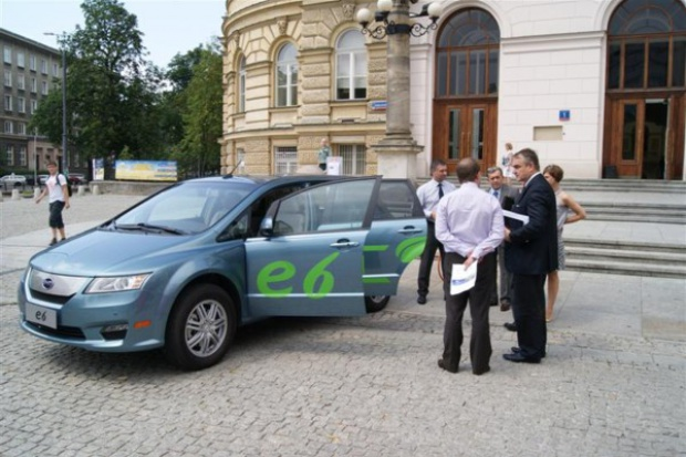 Elektryczny BYD e6 po raz pierwszy w Polsce