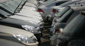 Polacy wciąż wybierają importowane auta używane