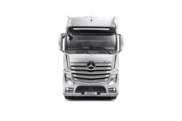 """Mercedes-Benz Actros zdobył """"red dot 2012"""""""