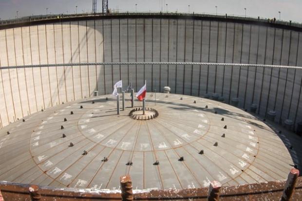 Drugi zbiornik w terminalu LNG ma już dach