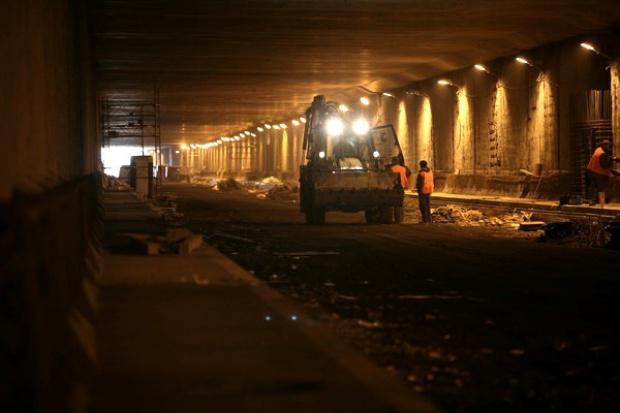 Nie widać światełka w tunelu dla spółek budowlanych