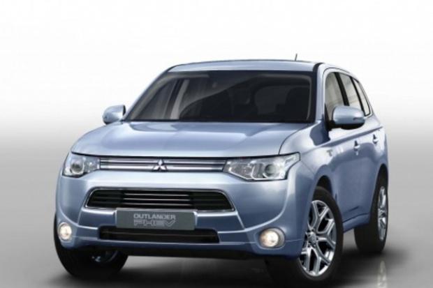 Outlander PHEV pierwszy hybrydowy SUV plug-in
