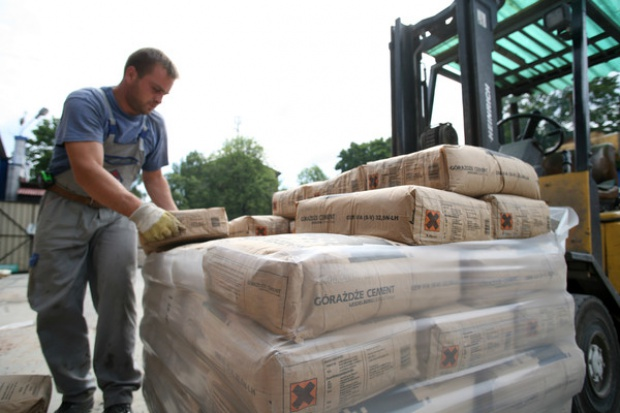 Duże, choć niezaskakujące, załamanie sprzedaży cementu