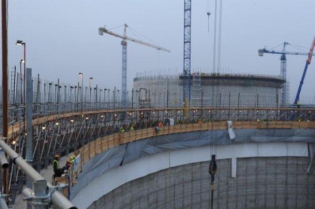 Opóźnienie na budowie terminalu LNG wynosi dwa miesiące