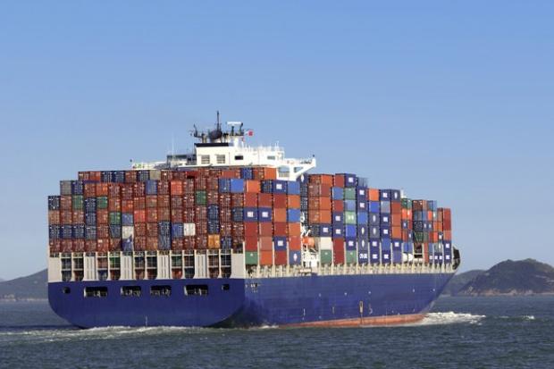 Spadek globalnych przewozów towarów w kontenerach