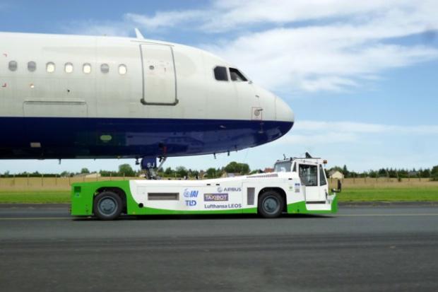 Holowniki lotniskowe z silnikami Scania