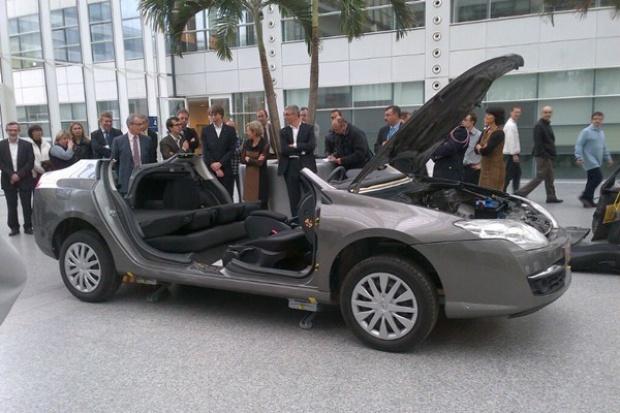 """Renault: samochód """"na zawiasach"""" dla strażaków"""