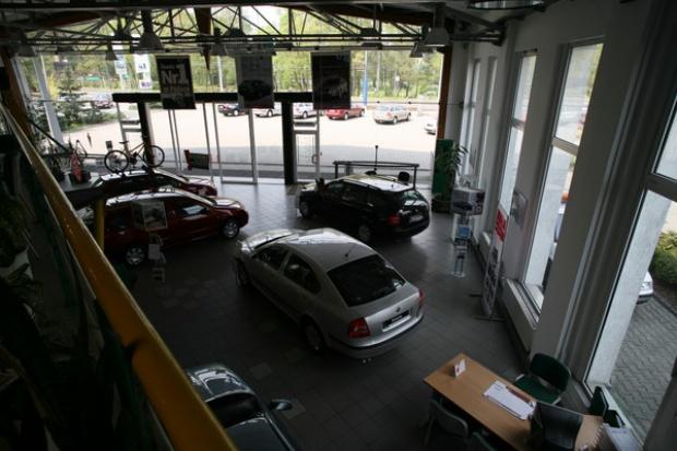 Dalszy spadek sprzedaży nowych aut w UE