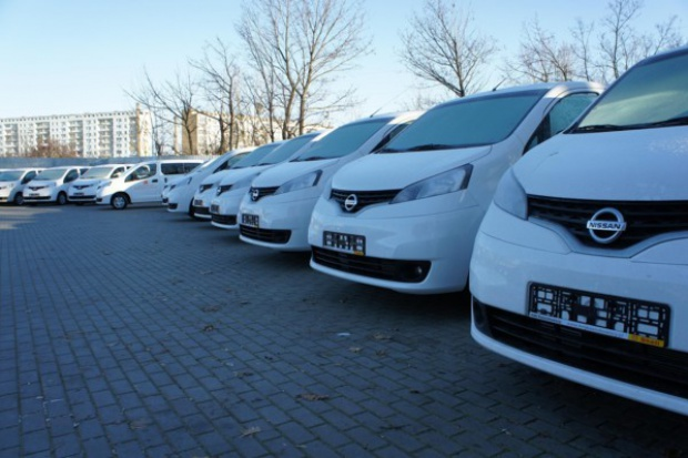 Nissan w służbie drogowców