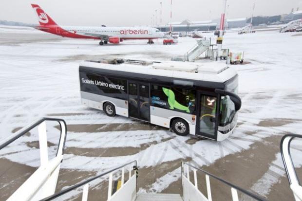 Elektryczny Solaris na lotnisku w Hamburgu