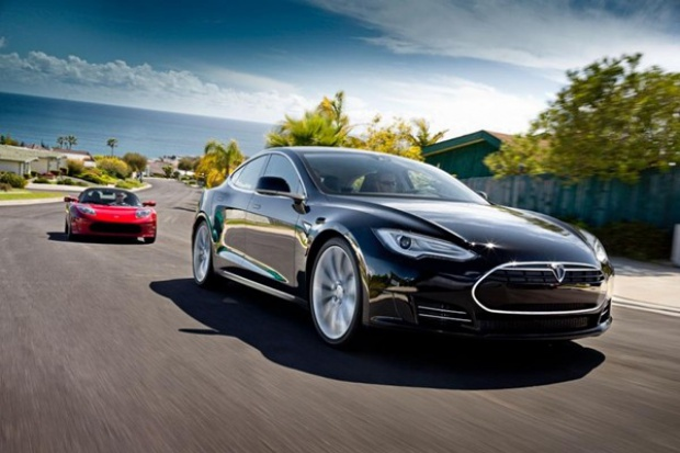 Elektryczna Tesla wjeżdża do Europy