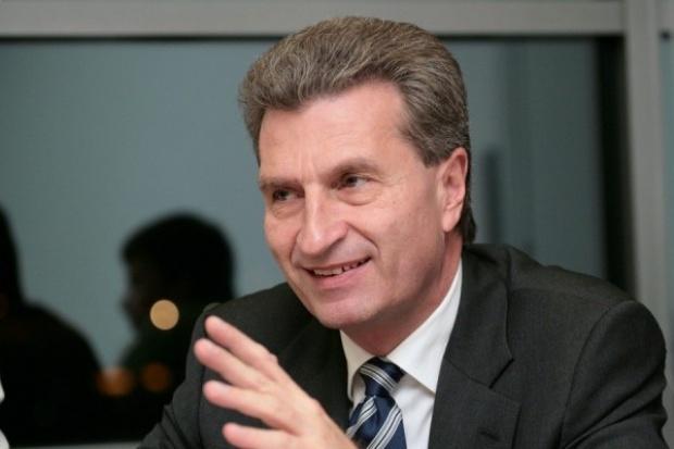 Komisarz Oettinger: UE nie powinna rezygnować z gazu łupkowego