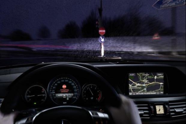 Mercedes wprowadza system zapobiegający jeździe pod prąd
