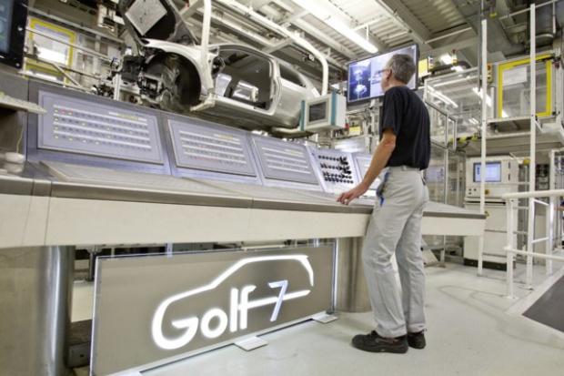 """Golf """"uruchamia"""" dodatkową zmianę w niemieckich fabrykach VW"""