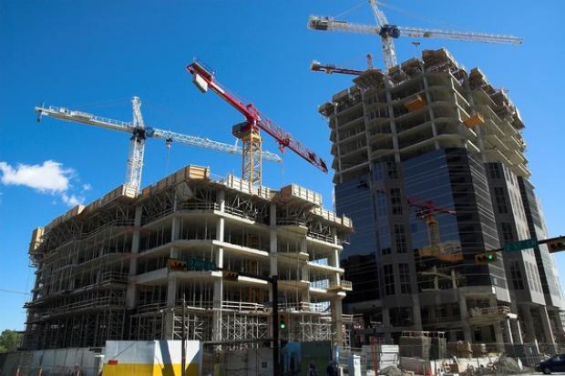 Dwa wyboiste lata przed polskim budownictwem