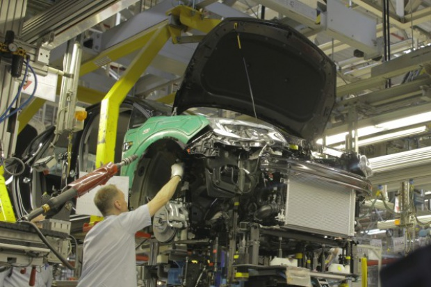 Stal czy aluminium? Trudny wybór producentów aut