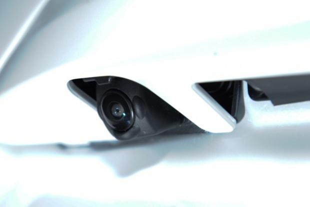 Nissan Safety Road: jedna kamera, trzy technologie