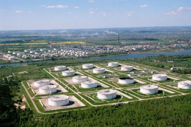 PERN wyda fortunę na zbiorniki ropy naftowej