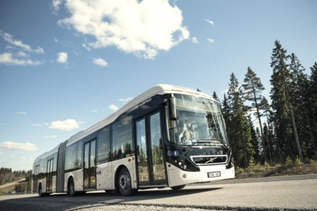Przegubowa hybryda od Volvo Buses