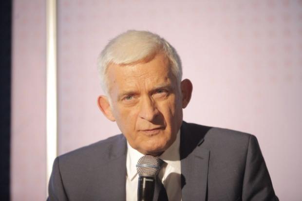 Buzek: nie zaostrzać już norm emisji CO2