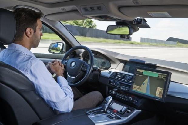 """BMW pracuje nad """"automatycznym pilotem"""""""
