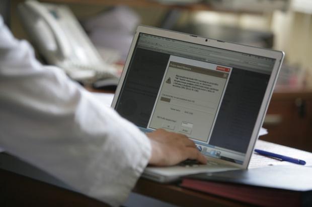 Cyberprzestępcy coraz częściej rekrutują polskich internautów