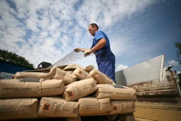 Sprzedaż cementu nadal spada przez spowolnienie gospodarcze