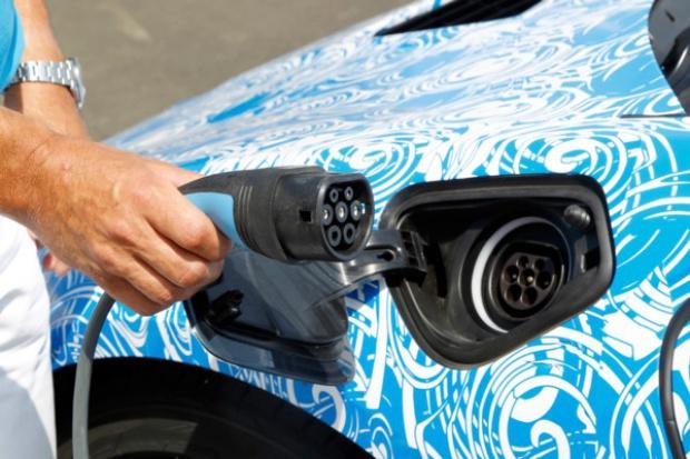 Co napędzi rozwój globalnego rynku e-samochodów?