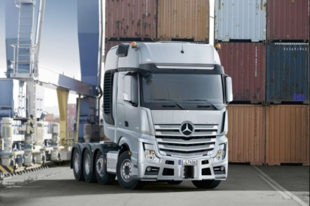 250 ton na jednym Mercedesie