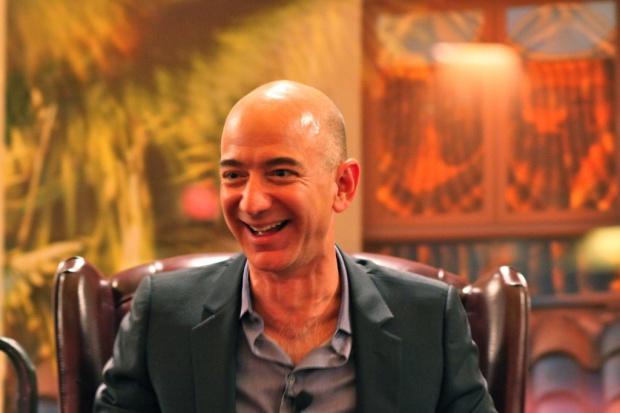 """Założyciel Amazona sfinalizował kupno """"Washington Post"""""""