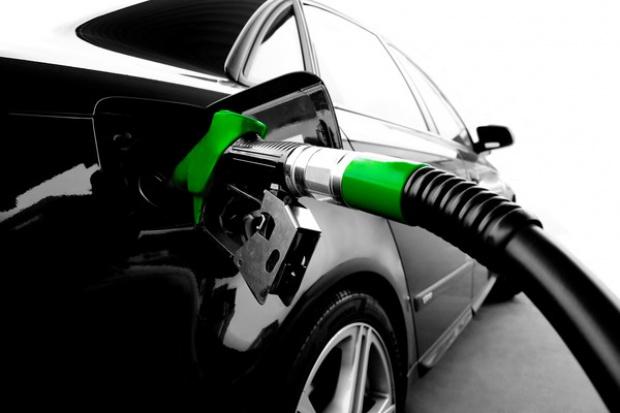 Kolejny tydzień spadków cen paliw