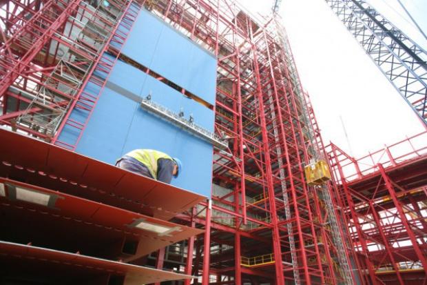 Niepokojący nadmiar sił w sektorze budownictwa energetycznego