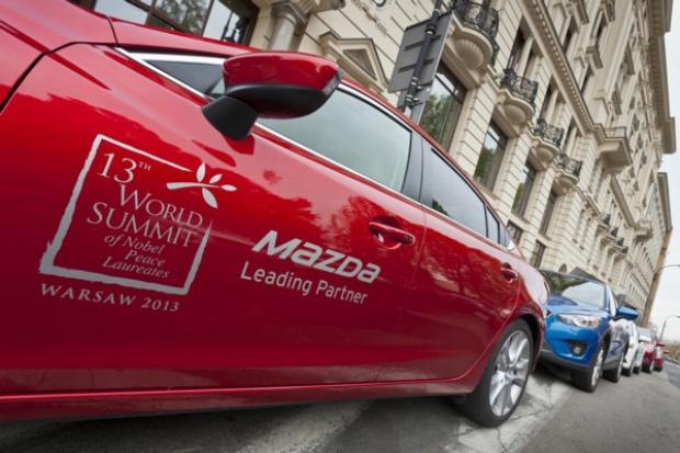 Mazda do dyspozycji laureatów Pokojowej Nagrody Nobla podczas Światowego Szczytu w Warszawie.
