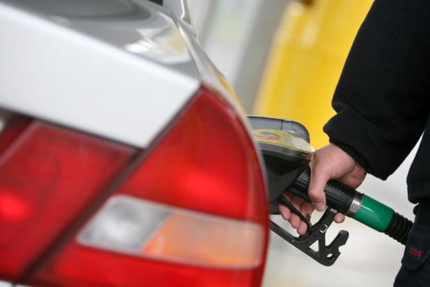 Benzyna na stacjach będzie tanieć