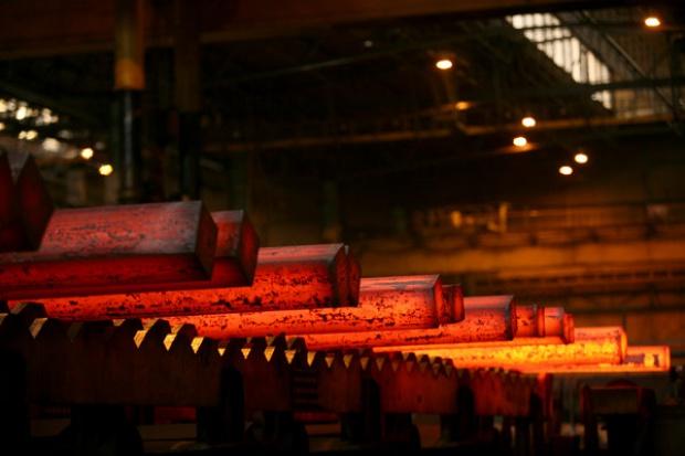 ArcelorMittal zmniejsza straty