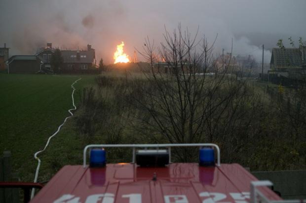 Strażacy dogasili pożar gazociągu w Jankowie Przygodzkim
